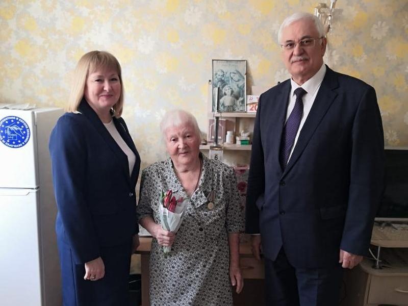 Марина Якуба и Виктор Власов навестили Евгению Арсеньевну Пушкареву