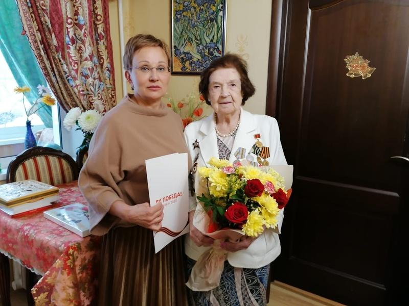 Елену Сергеевну Коготкову поздравила Елена Телкова