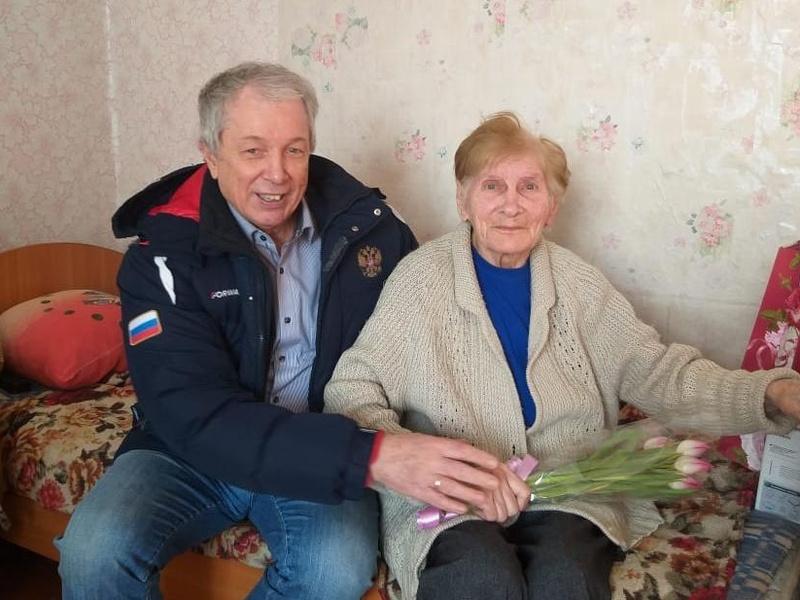 Василий Музалев поздравил Эмилию Дмитриевну Баландову
