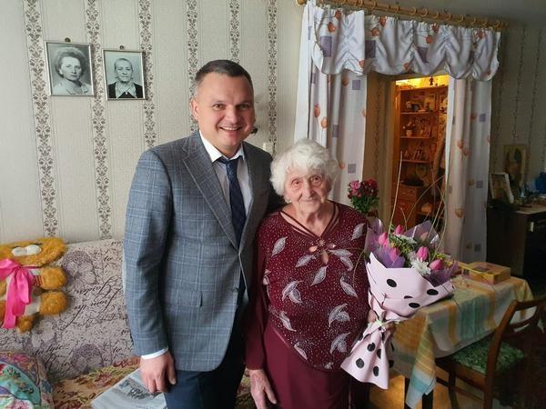 Сергей Панов поздравил Надежду Александровну Зубову