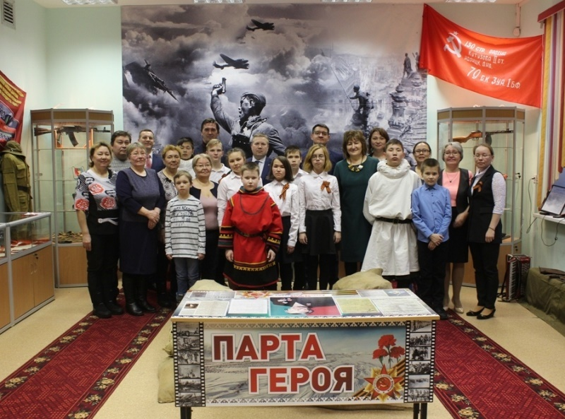 Фото в школьном музее Красного на память