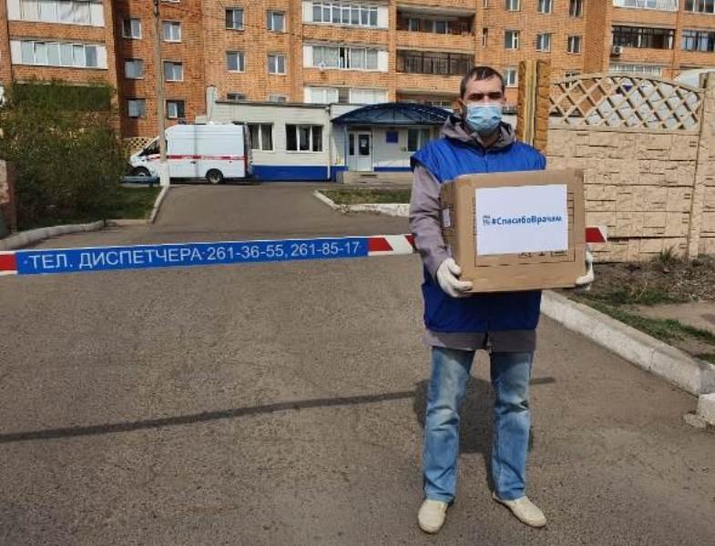 Единороссы поздравили с профессиональным праздником сотрудников Скорой помощи