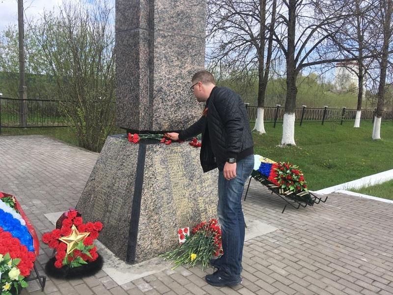 Возложение цветов от имени ветеранов члена РПС Александра Прокофьева