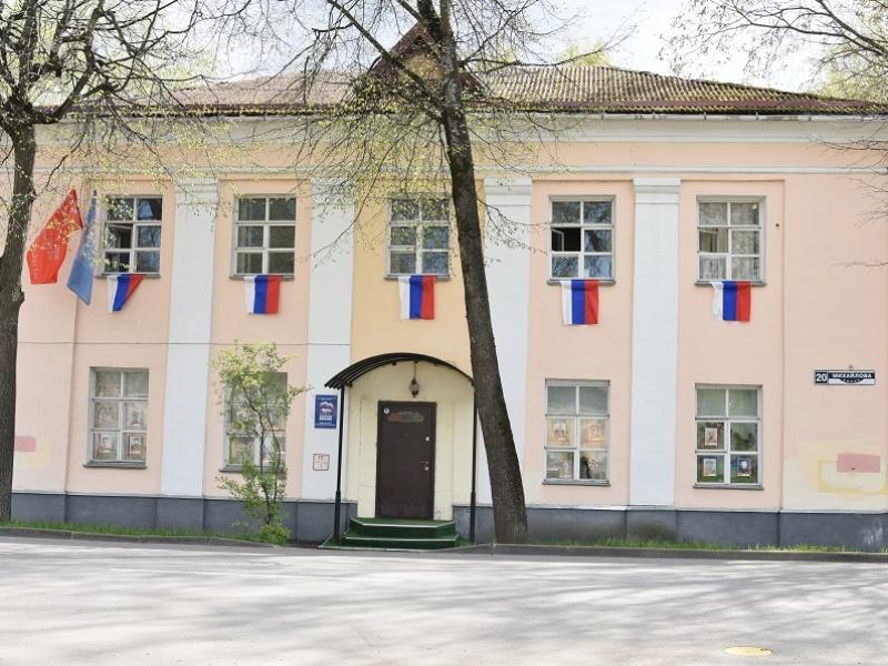 Акция «Флаги России» массово прошла в Великом Новгороде, украшенный РИК