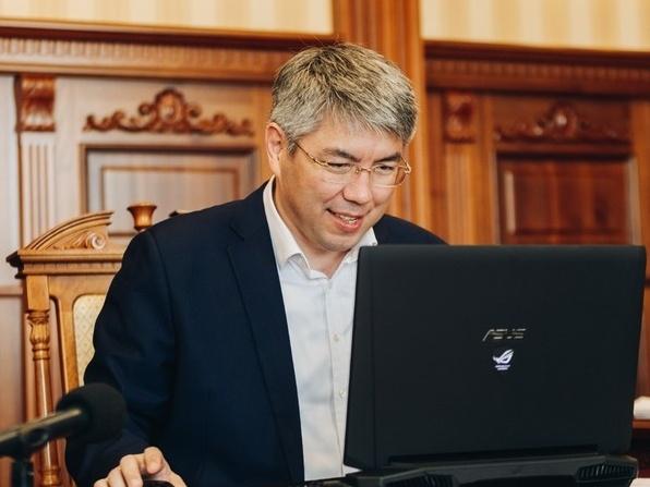 Глава РБ, секретарь Бурятского отделения Партии Алексей Цыденов проводит онлайн-совещания