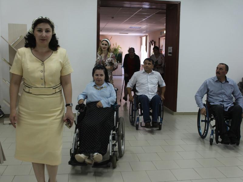 Партийцы проверили доступность общеобразовательных учреждений для людей с ОВЗ