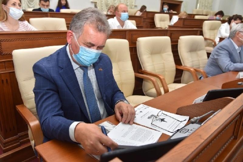 """Александр Романенко написал """"Диктант Победы"""" в парламентском центре"""